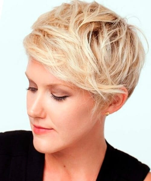 Messy pixie hairstyle for long face