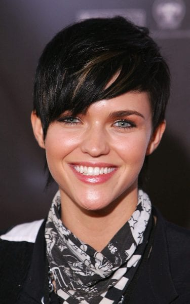 Edgy pixie hairstyle for the summer