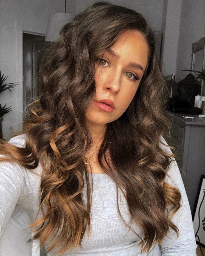 black wavy hairstyle with highlights