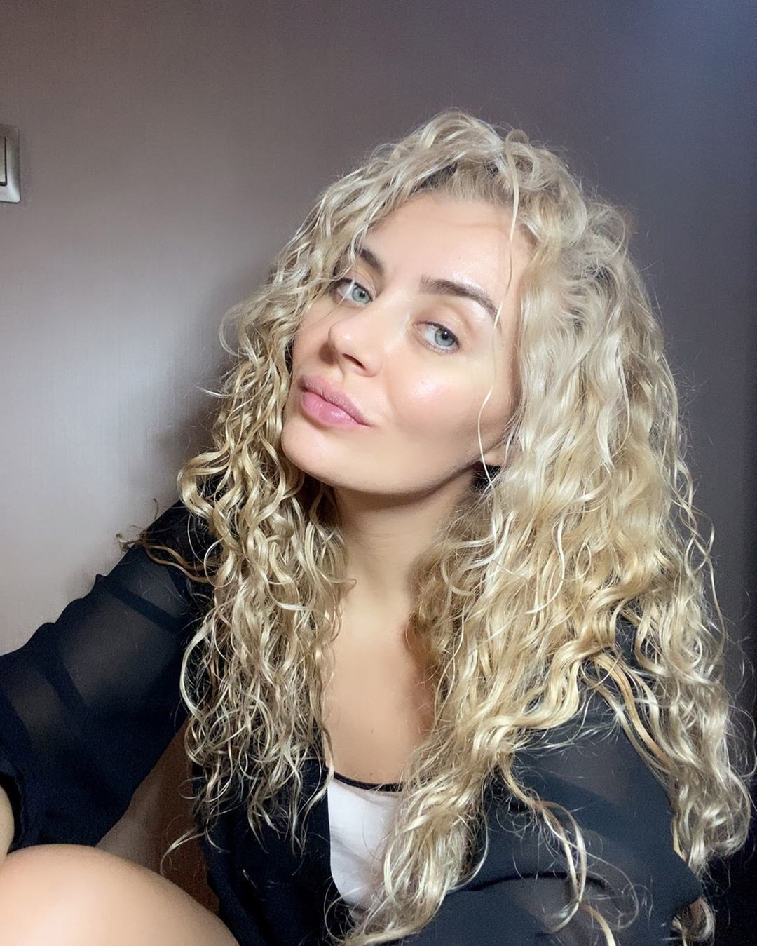 dirty blond curled long hairstyle
