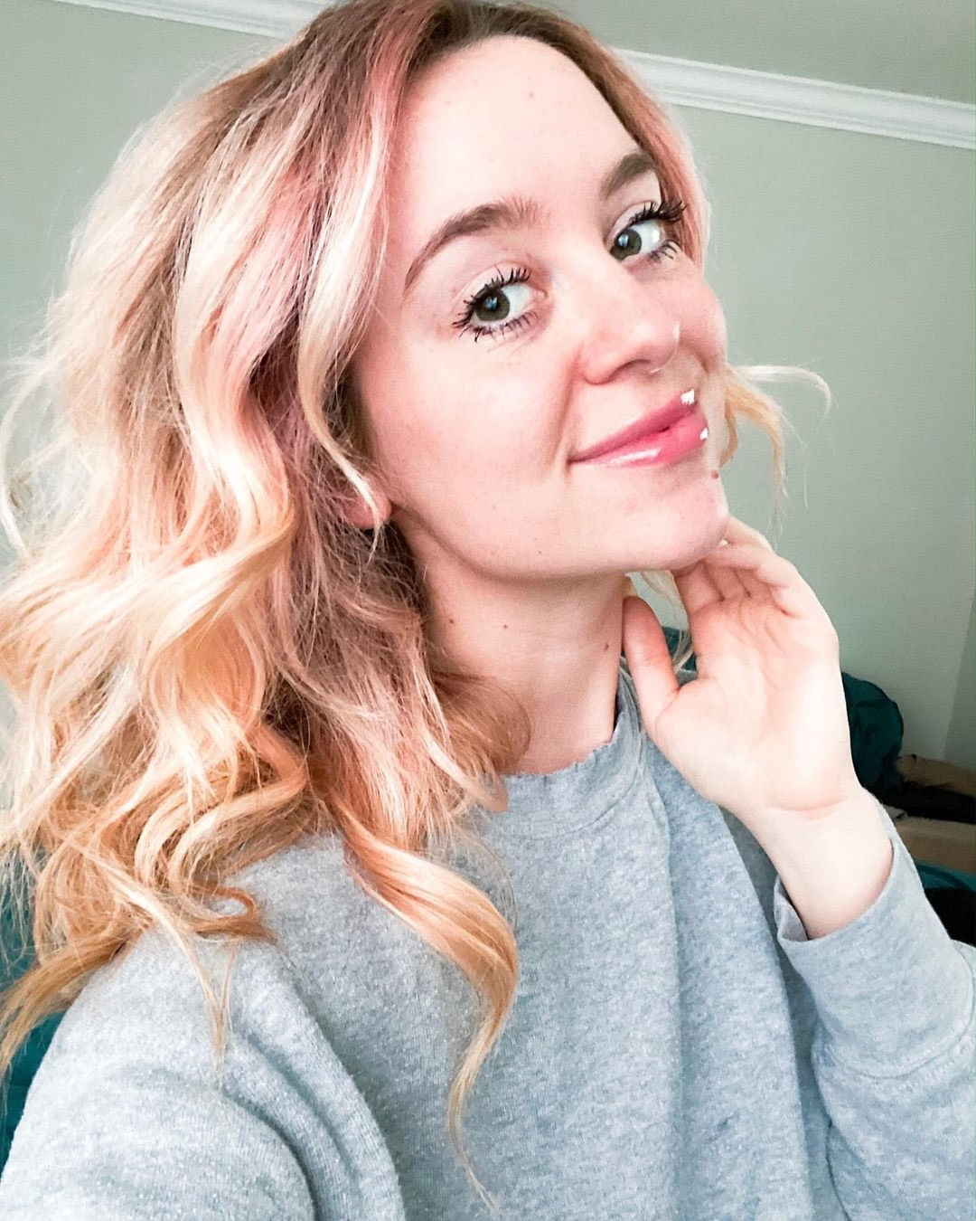 golden blonde natural curled hairstyle