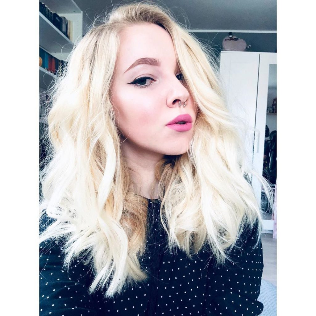 platinum blonde natural wavy hair