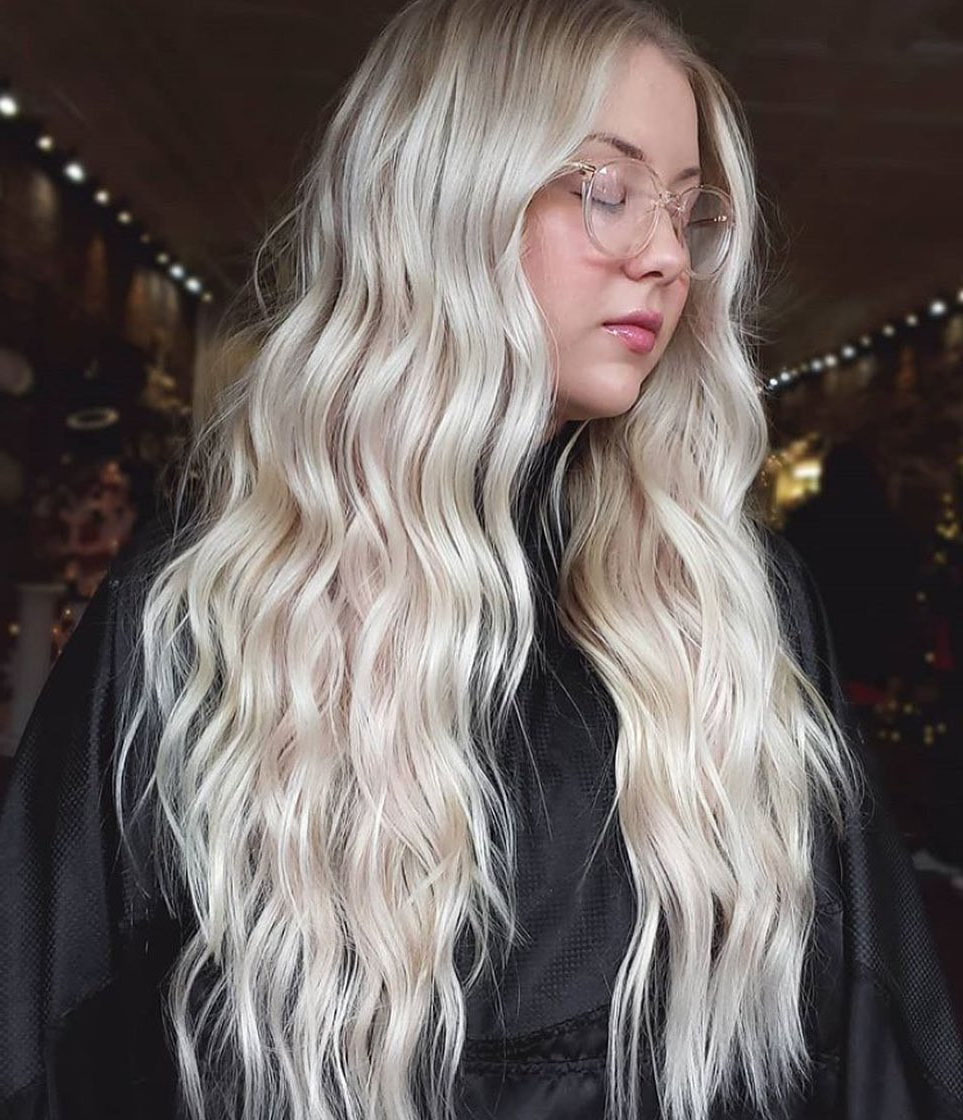 Long Wavy Platinum Blonde Hairstyle for Any Occasion