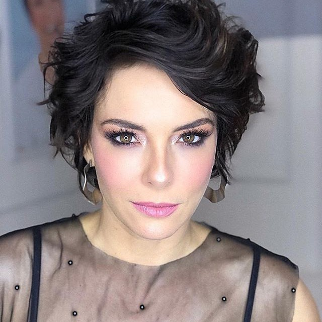 Lovely Hairstyle for Wavy Black Hair