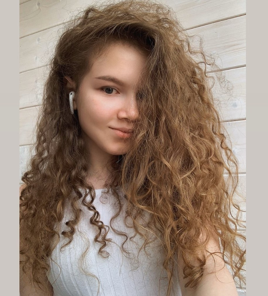 Nice Mid-Length Curled Hairstyle with Bangs