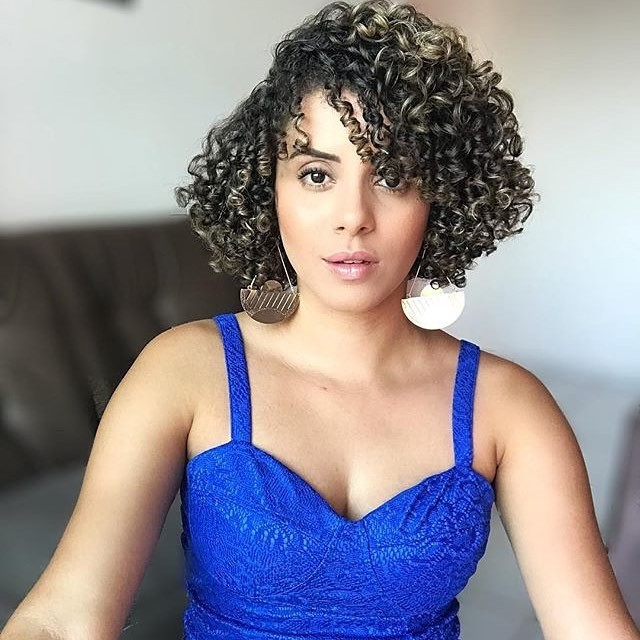 Short Curled Hairstyle for Natural Look