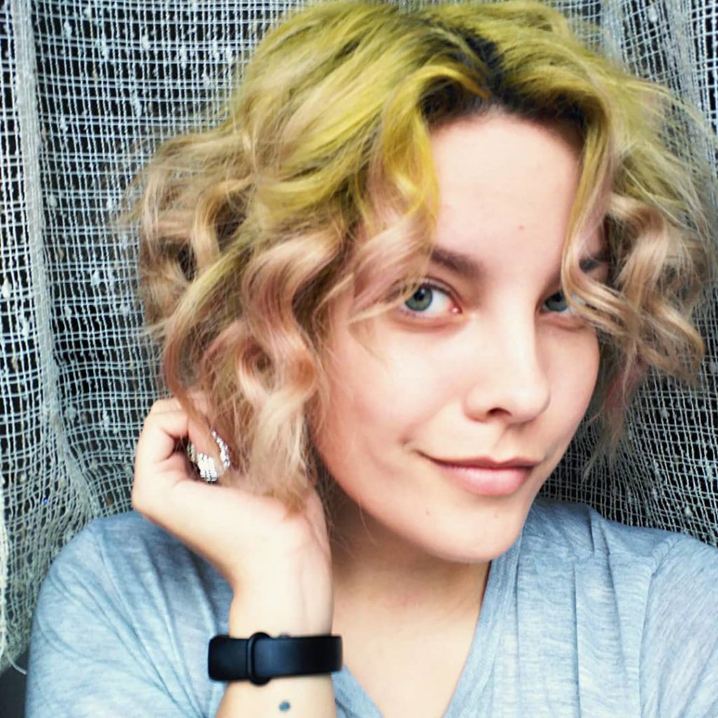Short Curly Hairstyle for Blondes