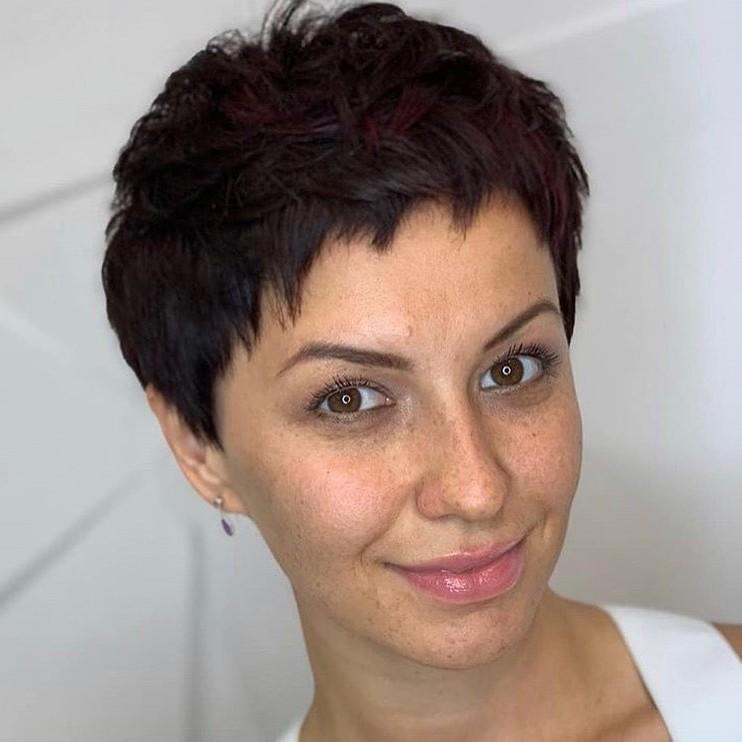 Short Natural Wavy Black Hair with Bangs