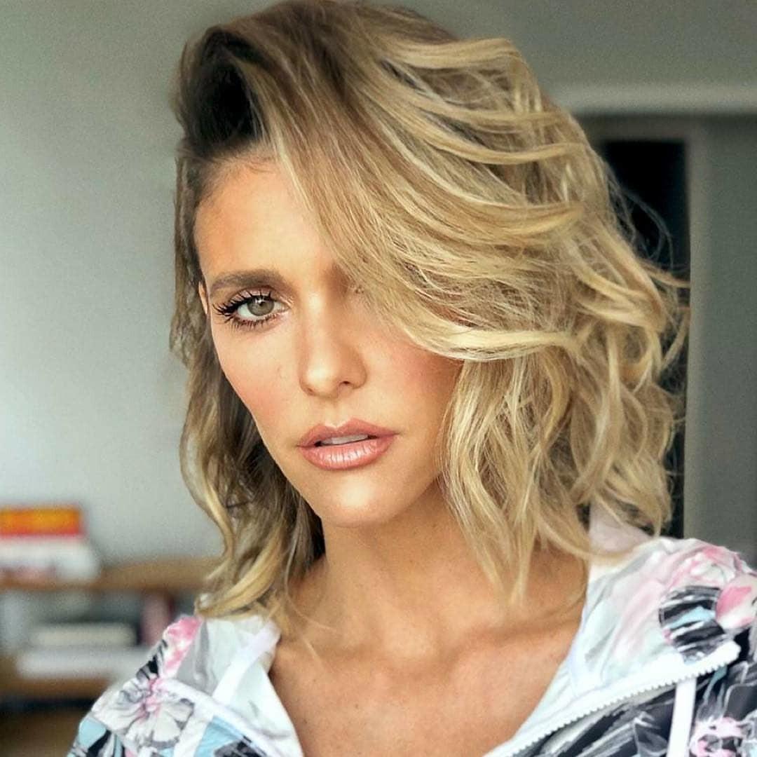 Short Side Swept Bangs for Natural Wavy Hair