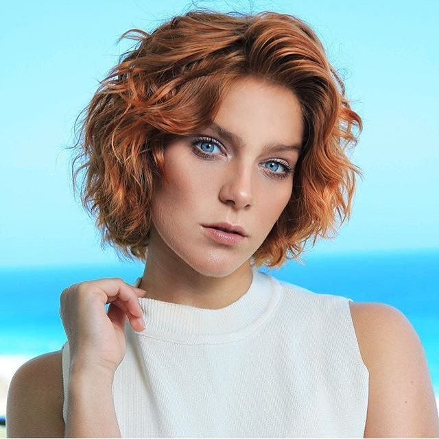 Short Wavy Hairstyle for Girls with Balayage Brown Hair