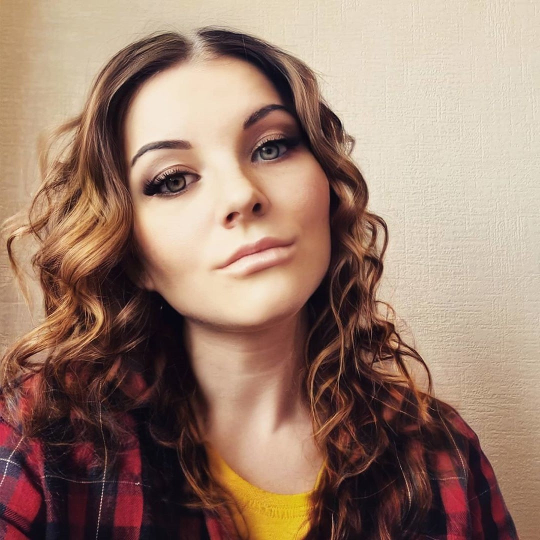 Shoulder-Length Curled Hair with Layers