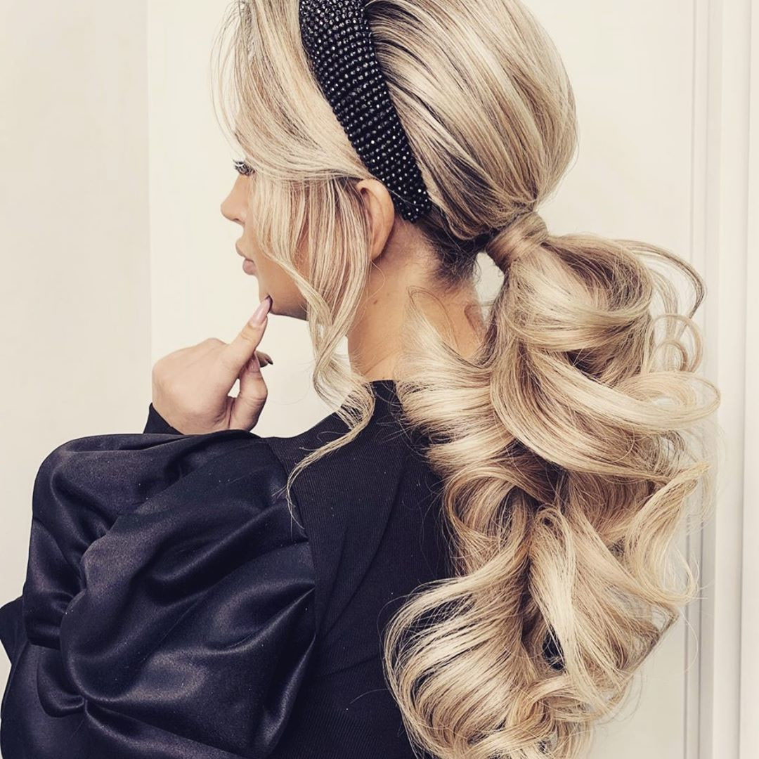 Stylish Ponytail Hairstyle for Long Hair