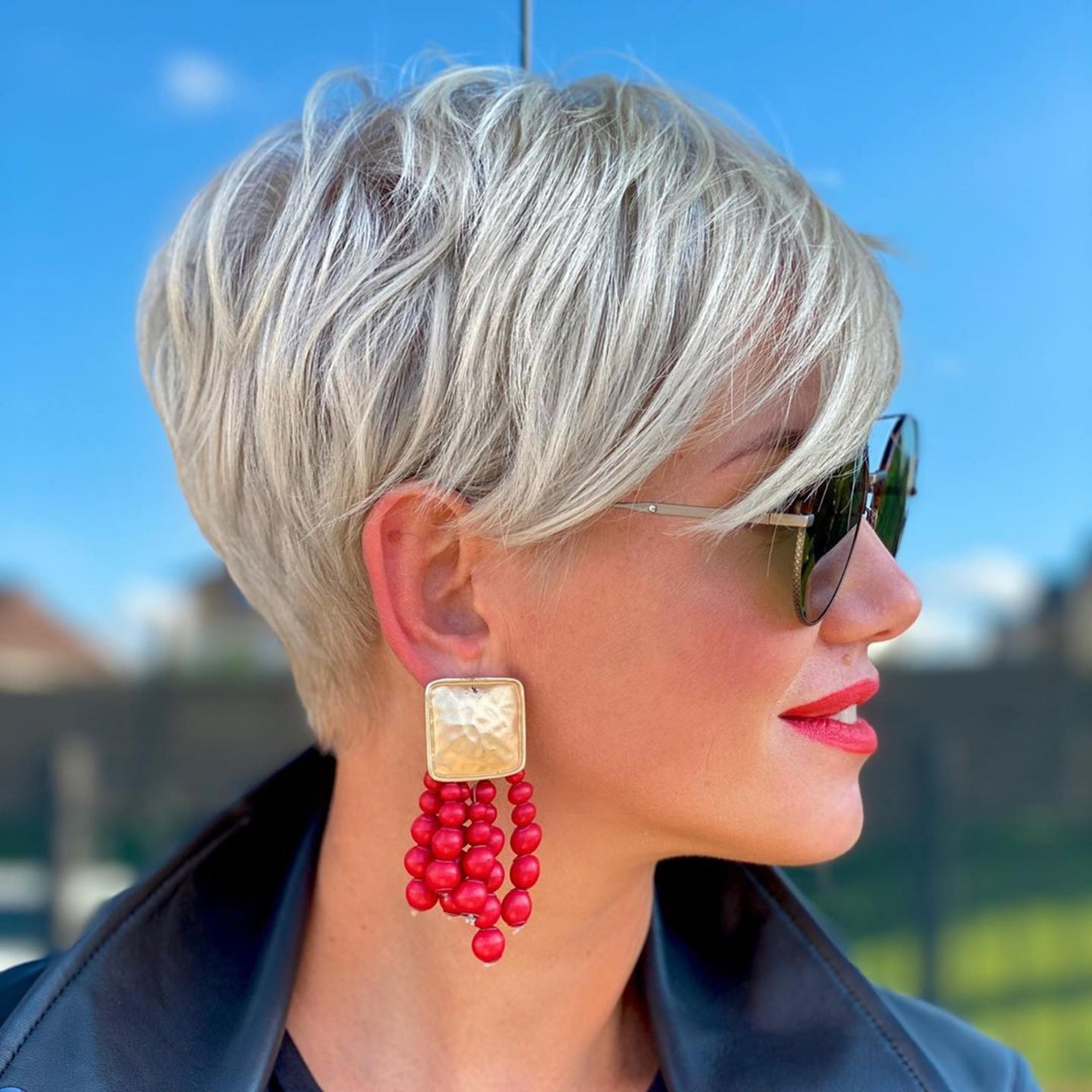 A short pixie haircut for blondies.