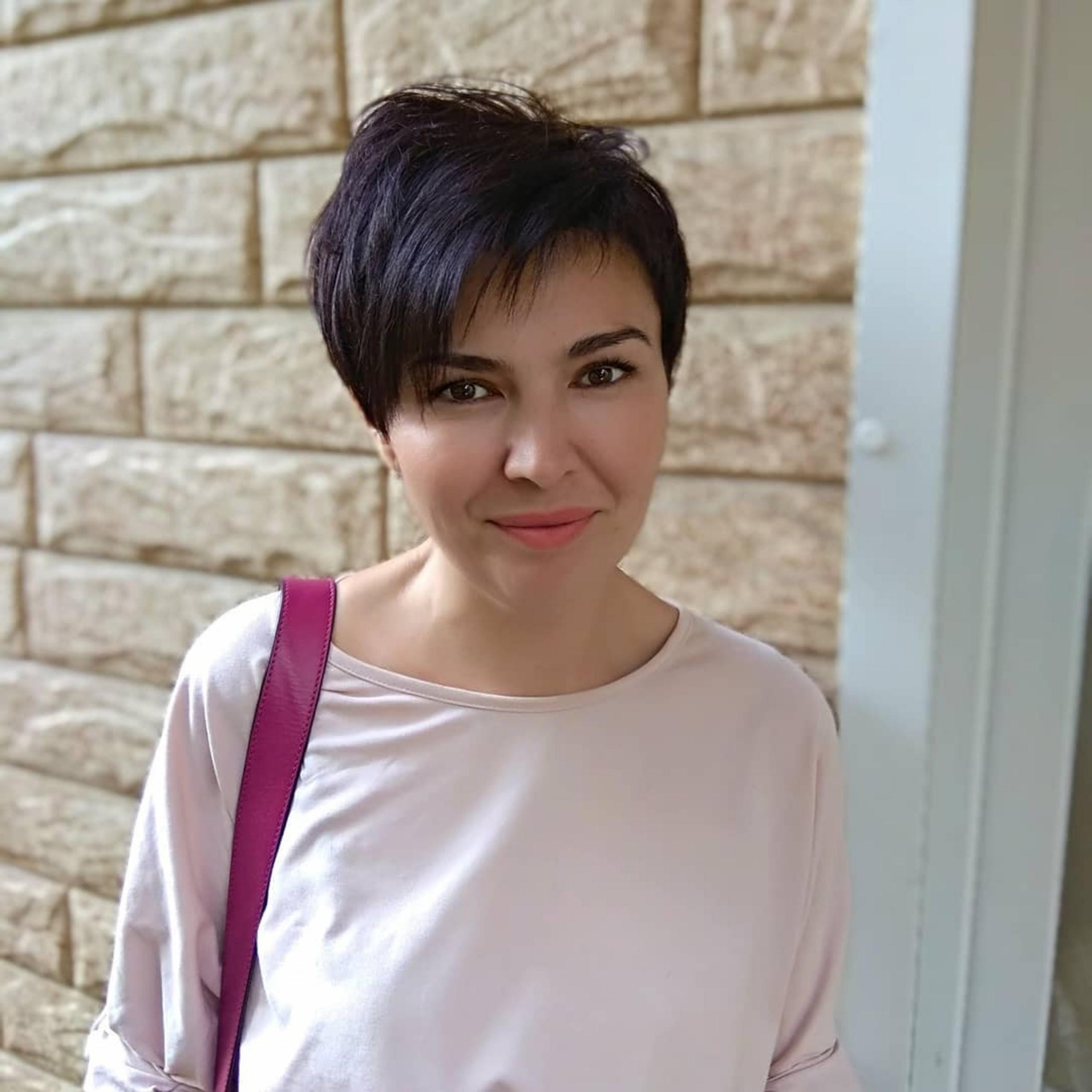 A choppy pixie haircut for short hair.