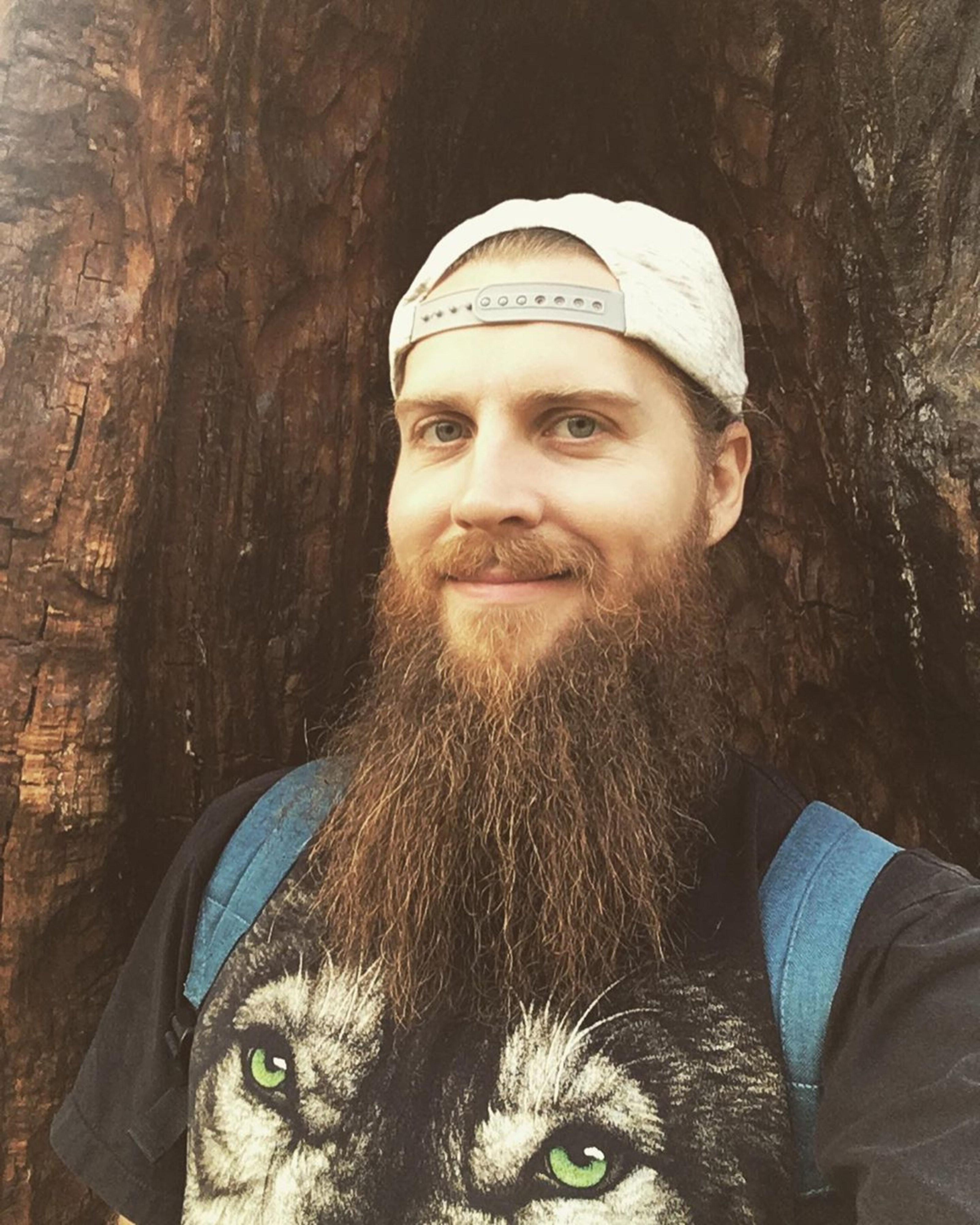 A long beard neckline for elegant look.