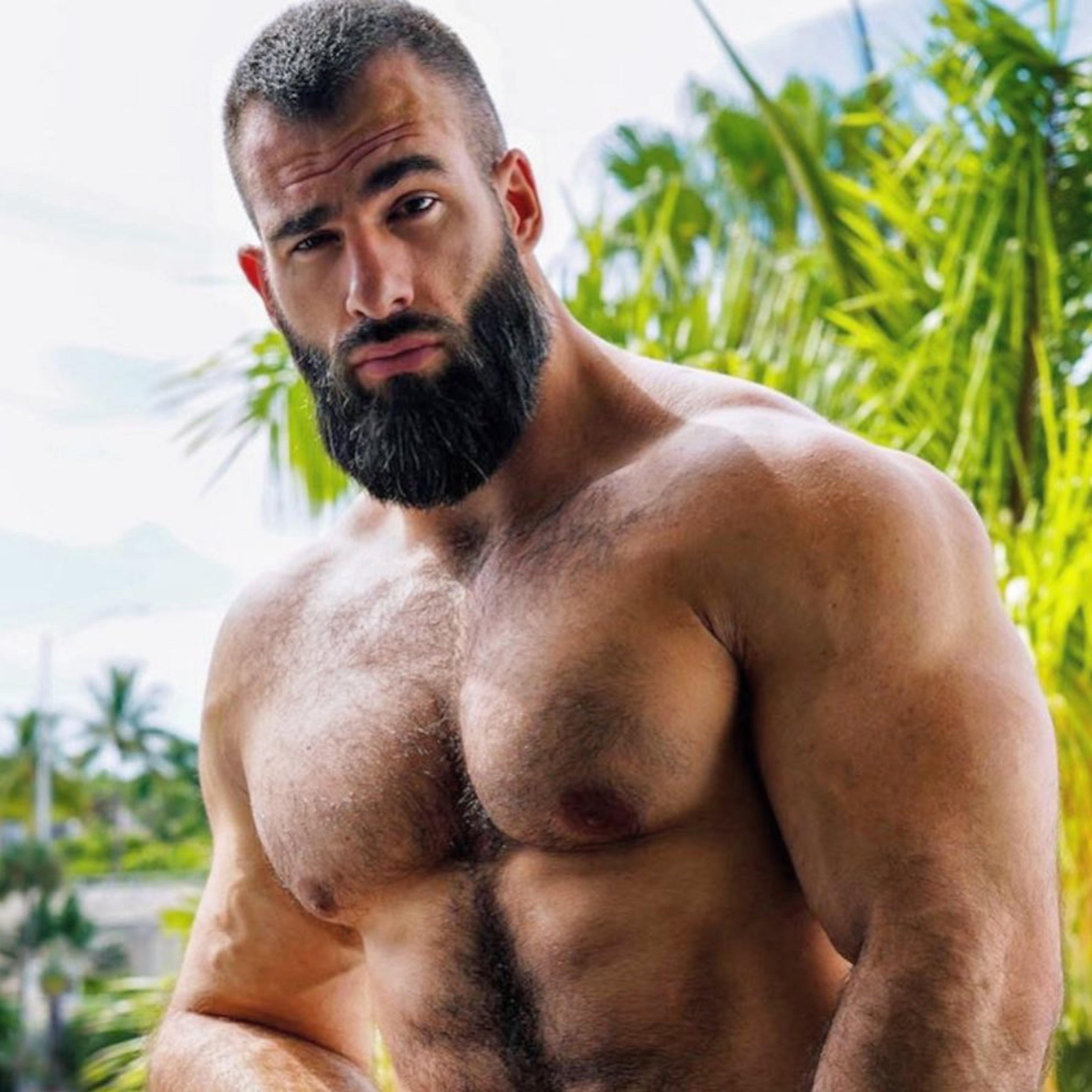 A long beard for men with an oval face shape.
