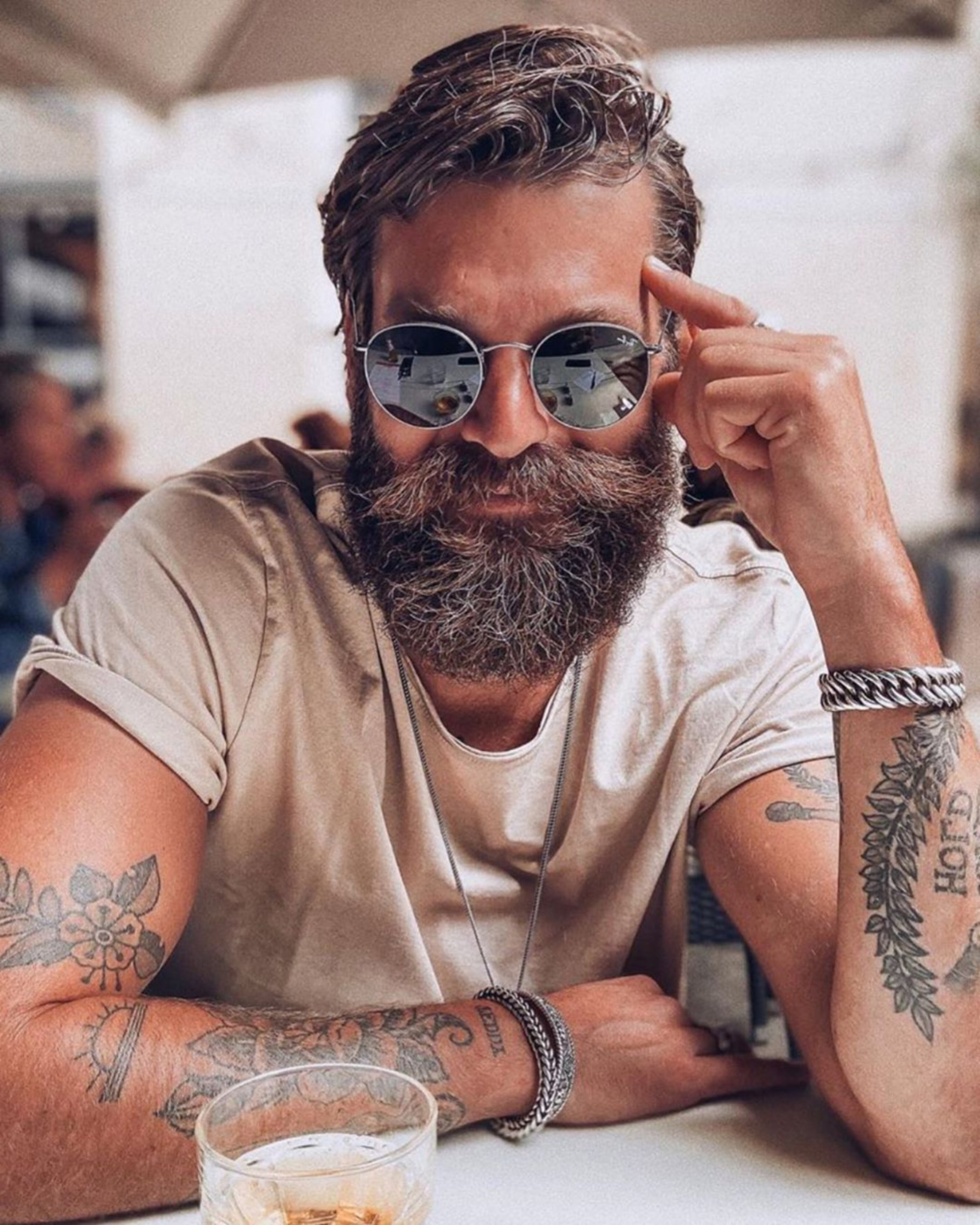 A long bearded style for men with a round face.