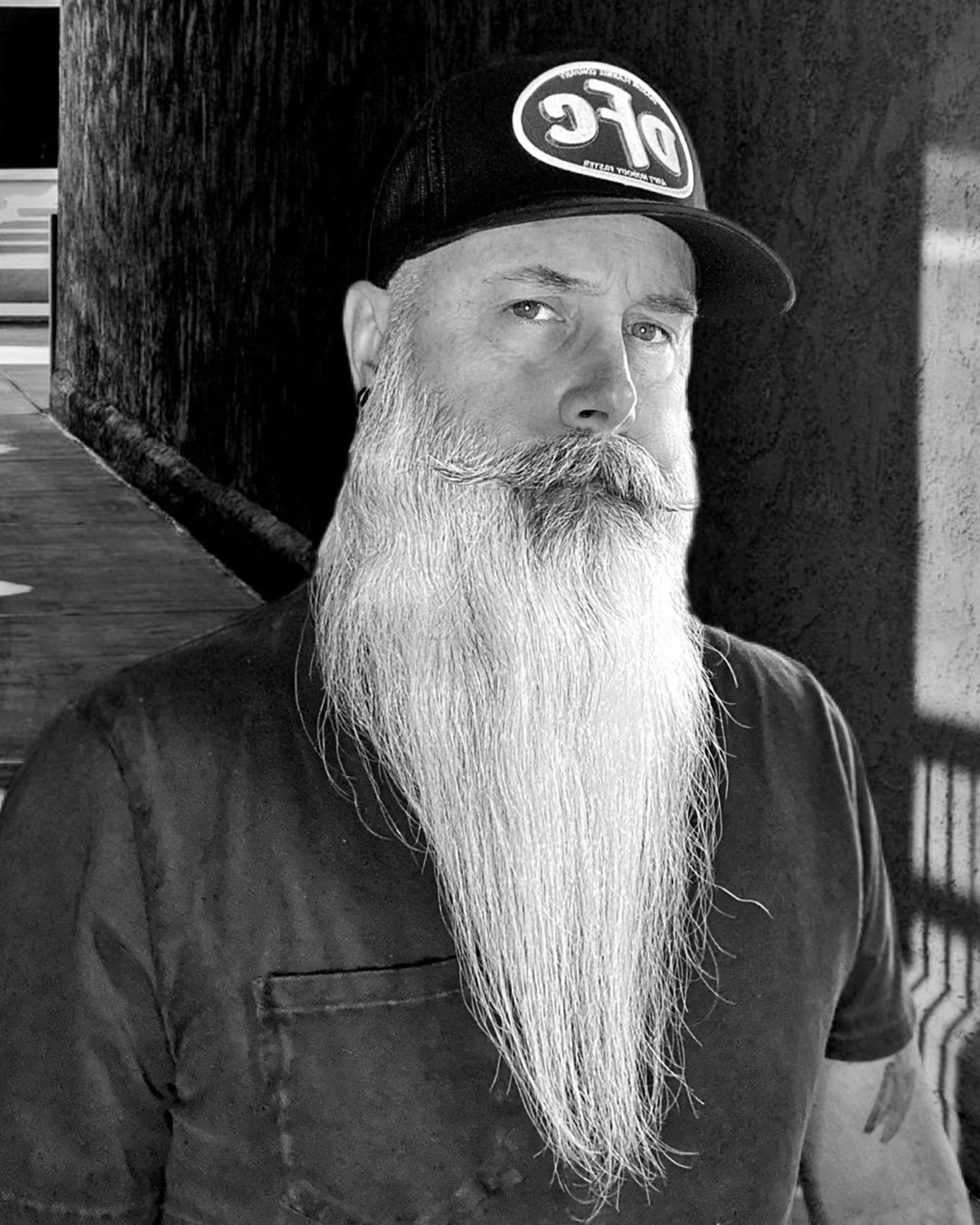 A long beard of the narrow size.