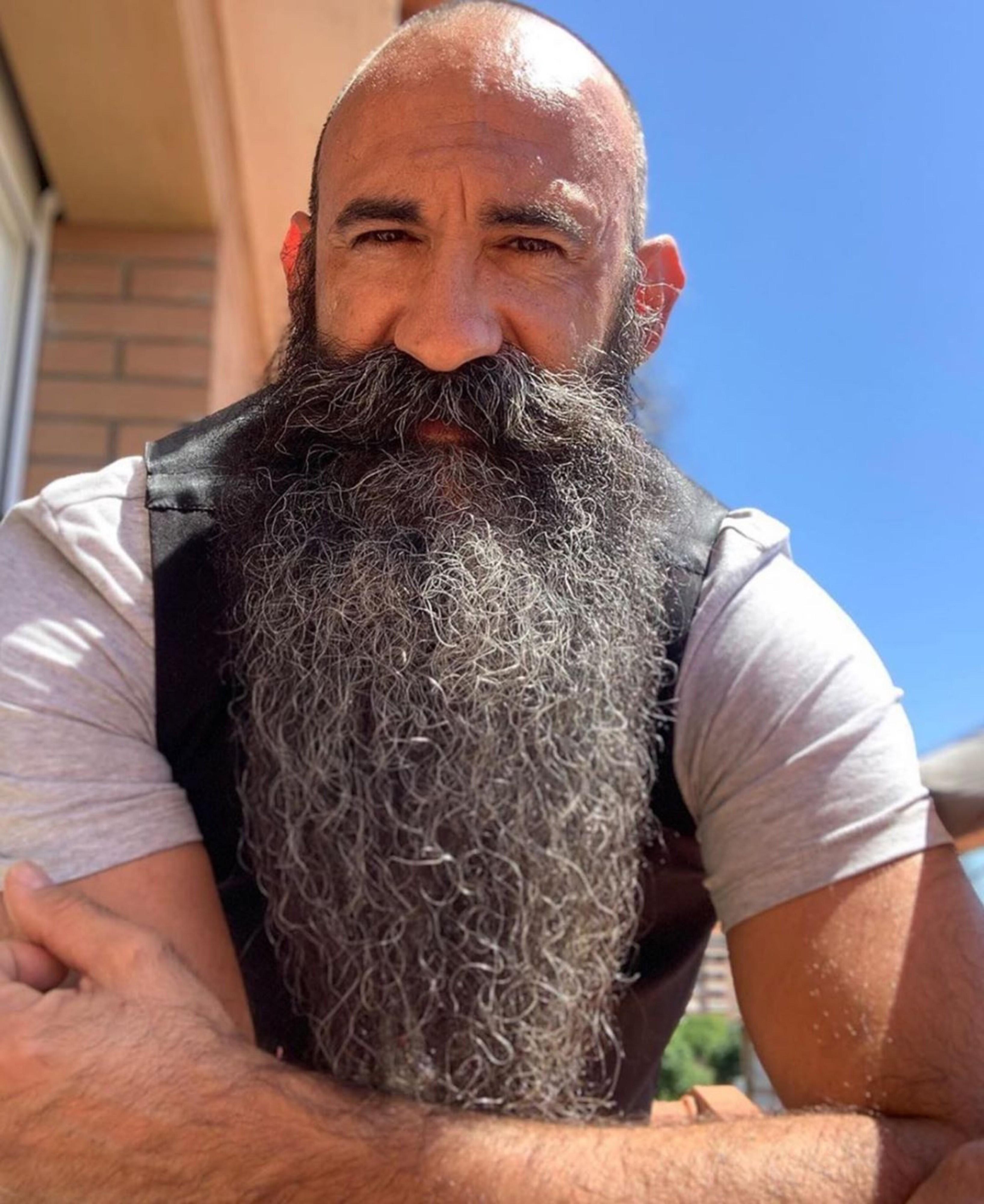 An impressively long beard.