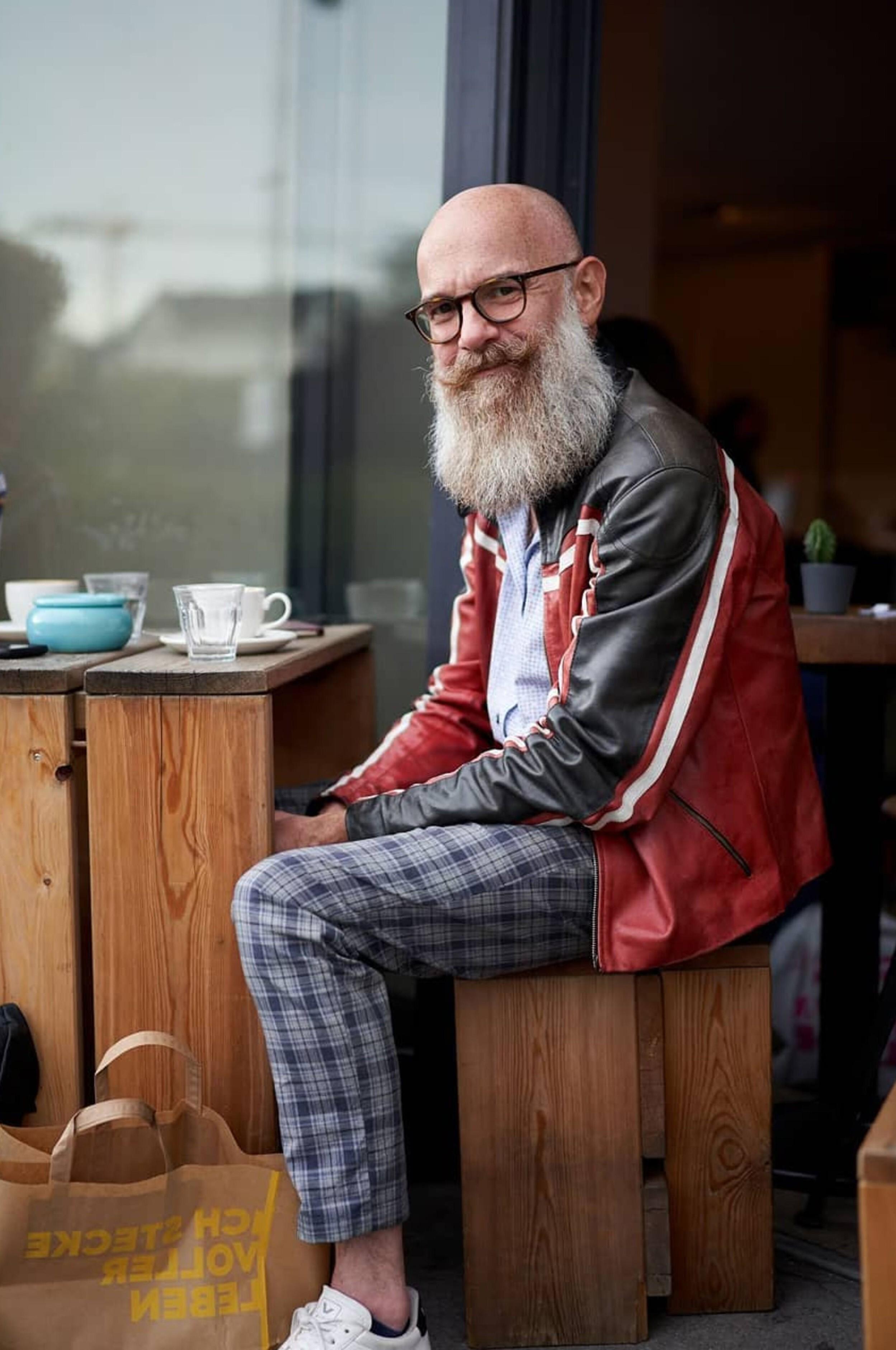 A long beard for grey-haired men.