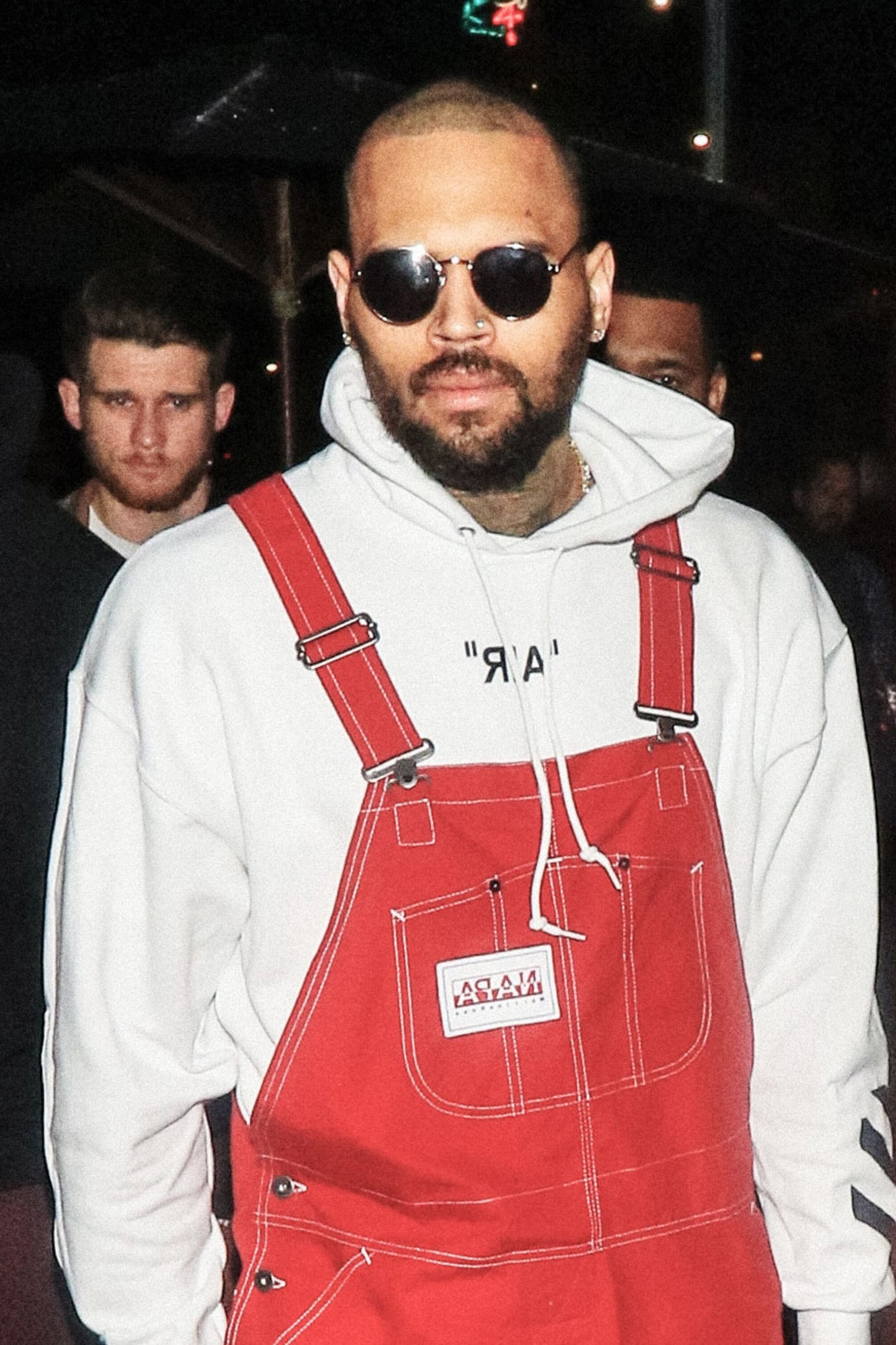 A stylish full beard like Chris Brown has.