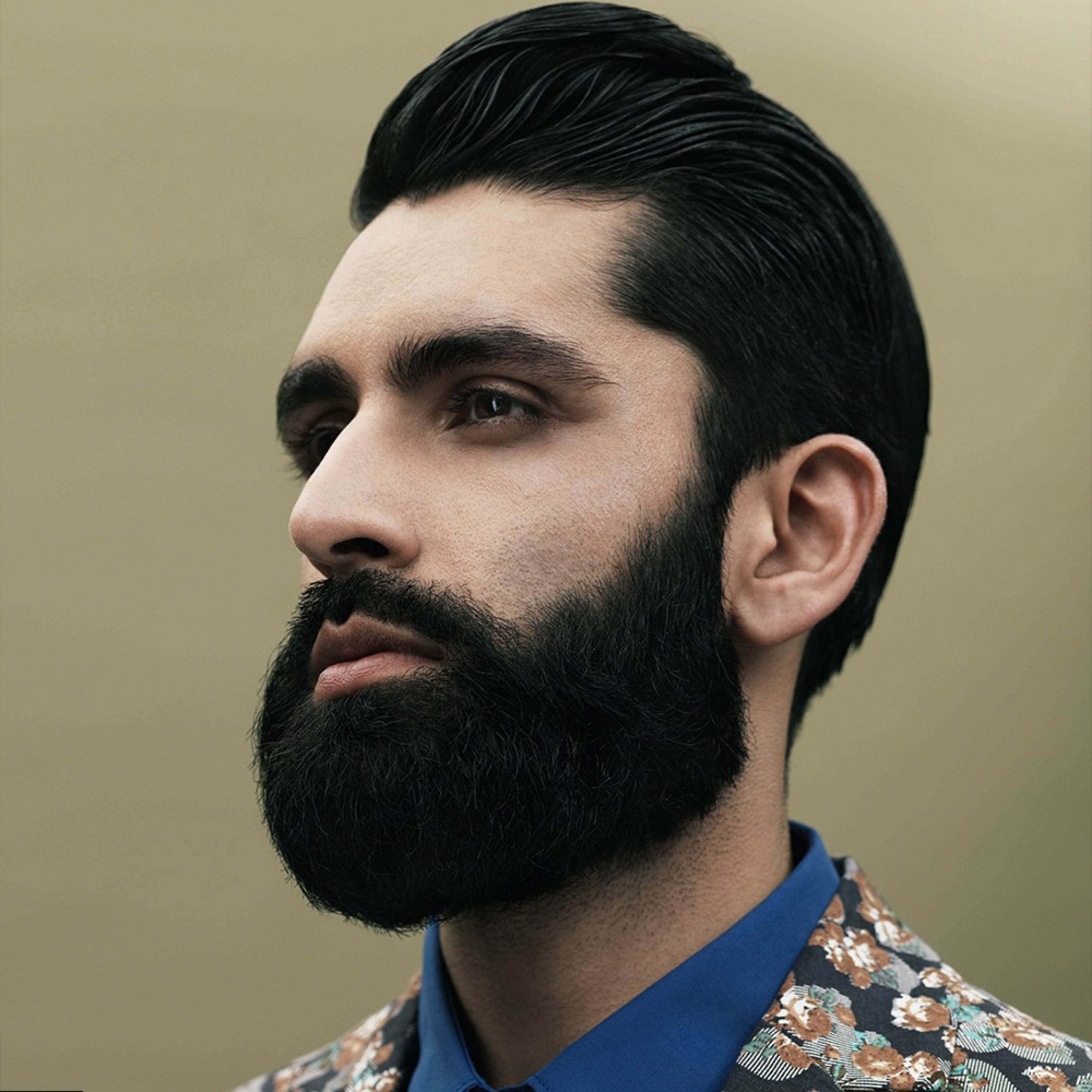 A full beard styled in a circle.