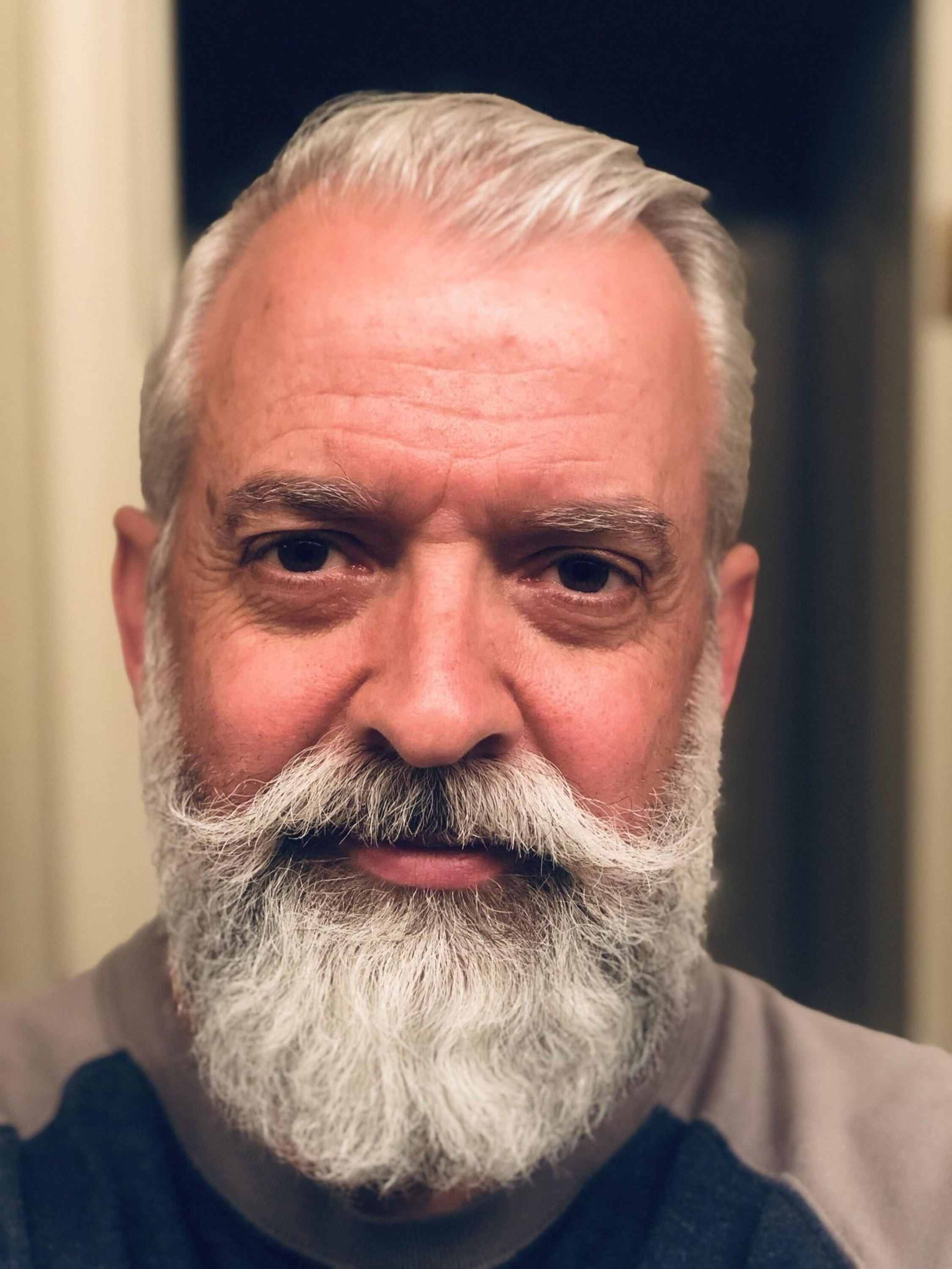 A full grey beard for men in 2020.