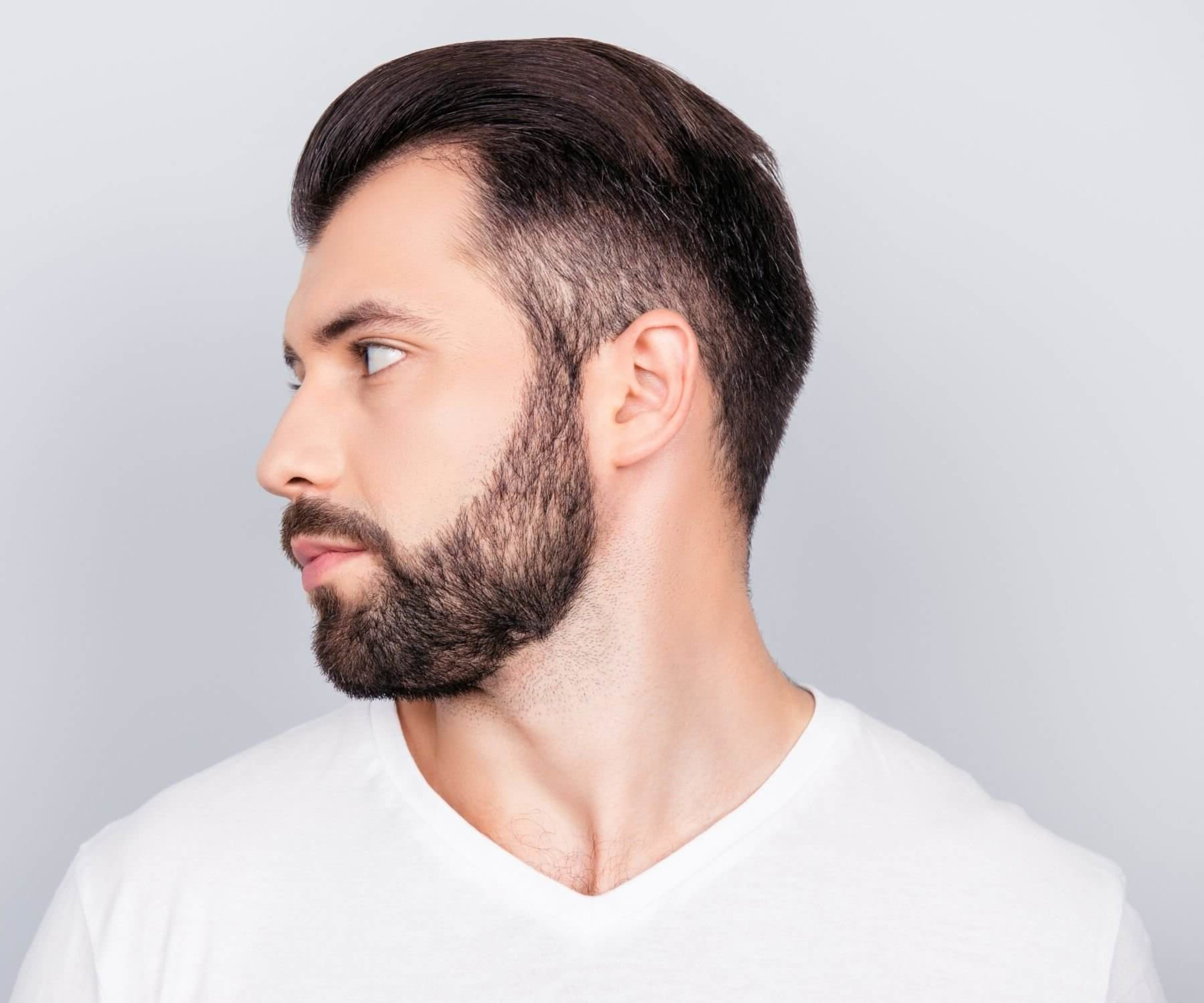 A short beard covering a neckline.