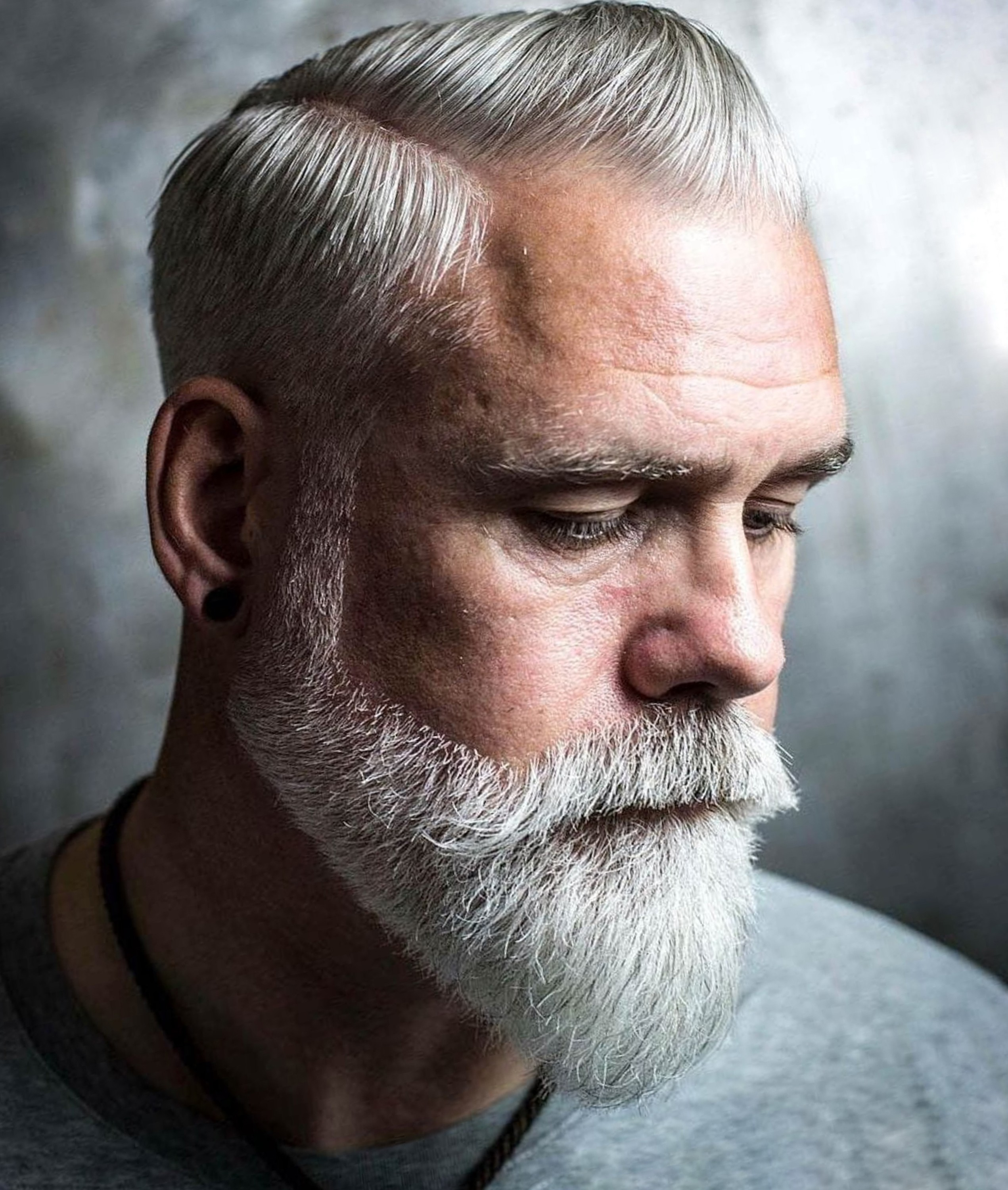 A short gray beard for stylish men.