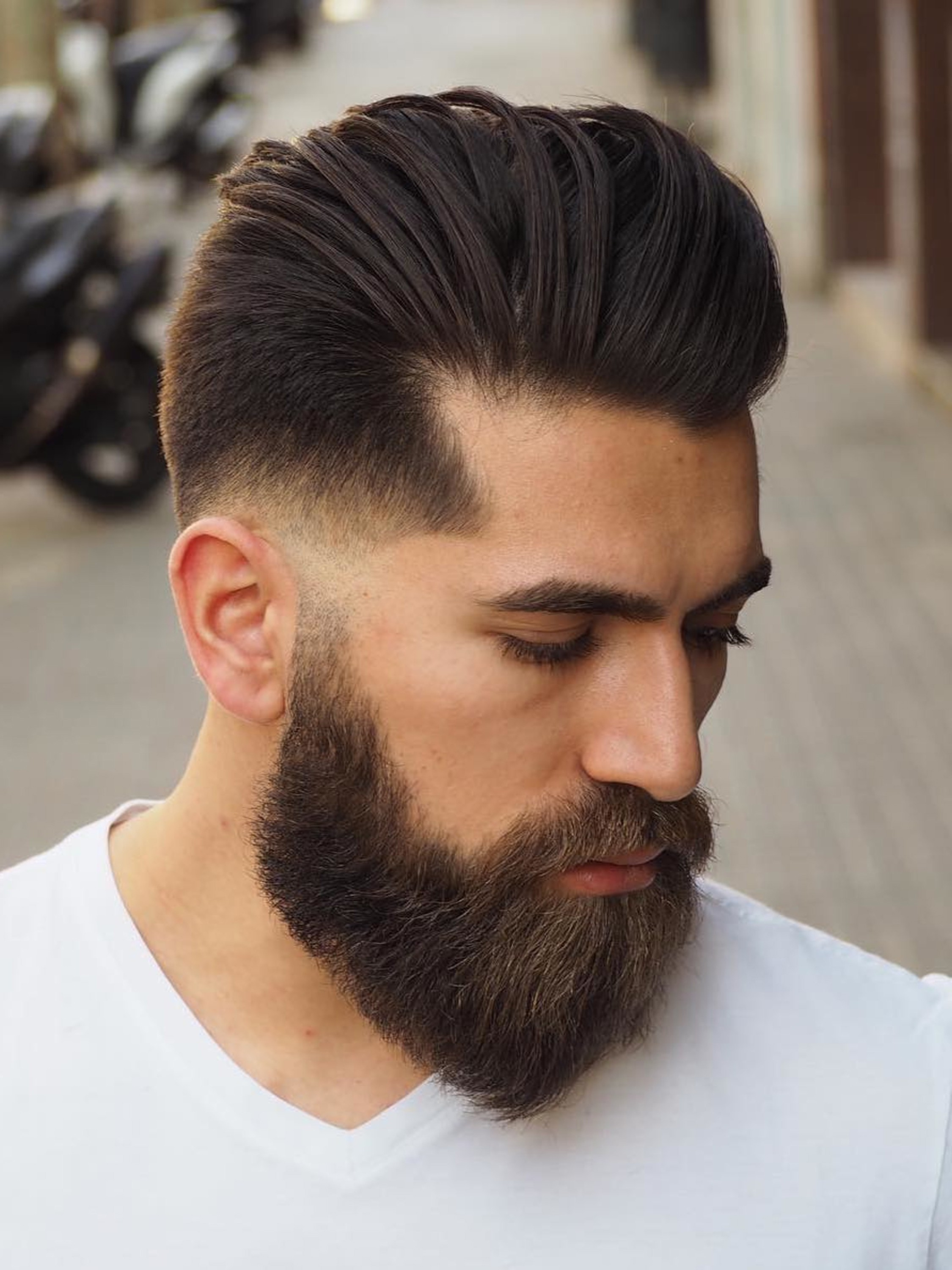 A short beard of the thick texture.