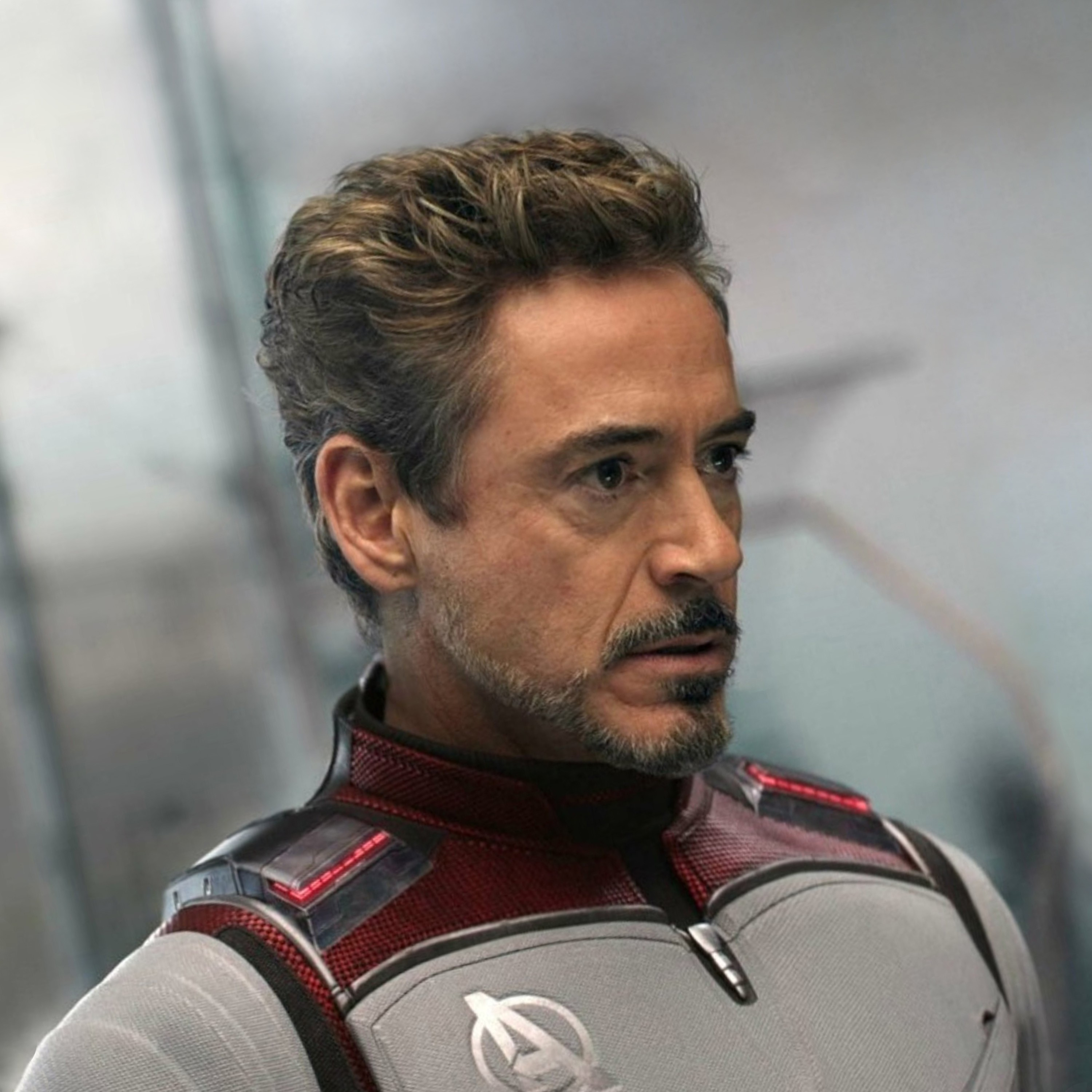 A full beard of Tony Stark.