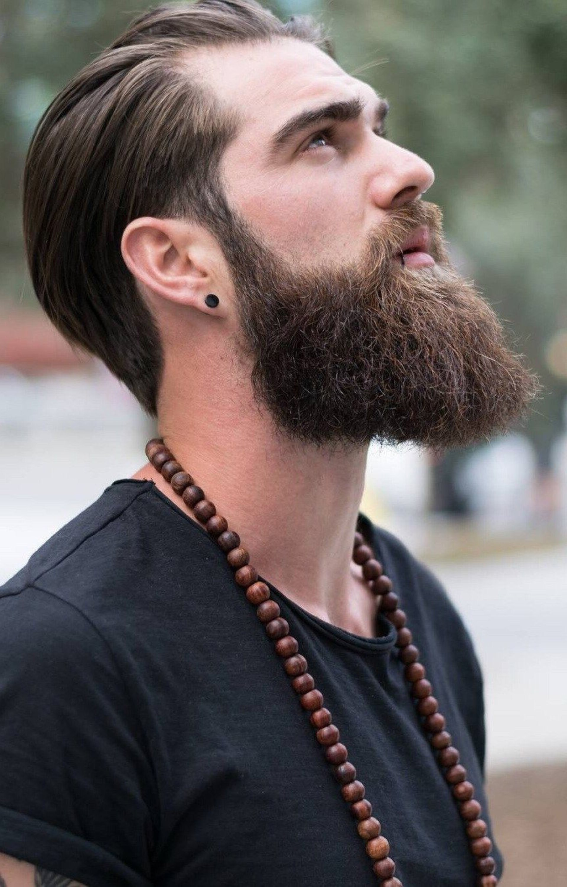 A full neckline beard for males.