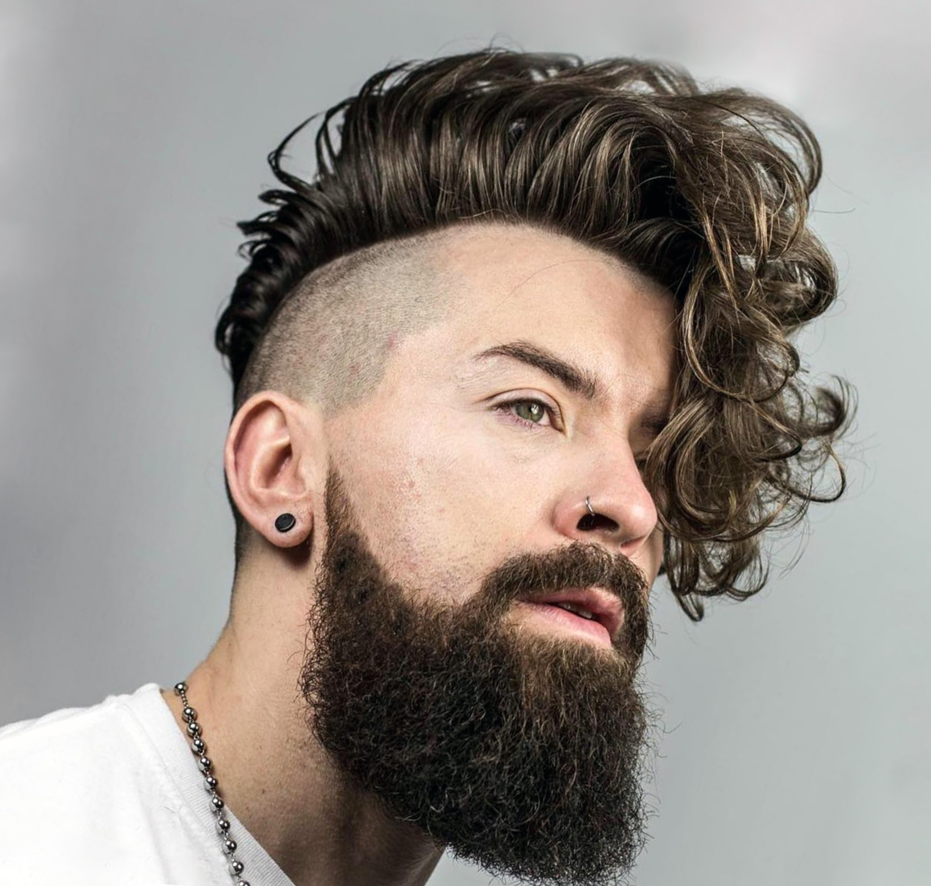 A full beard for men with wavy hair.
