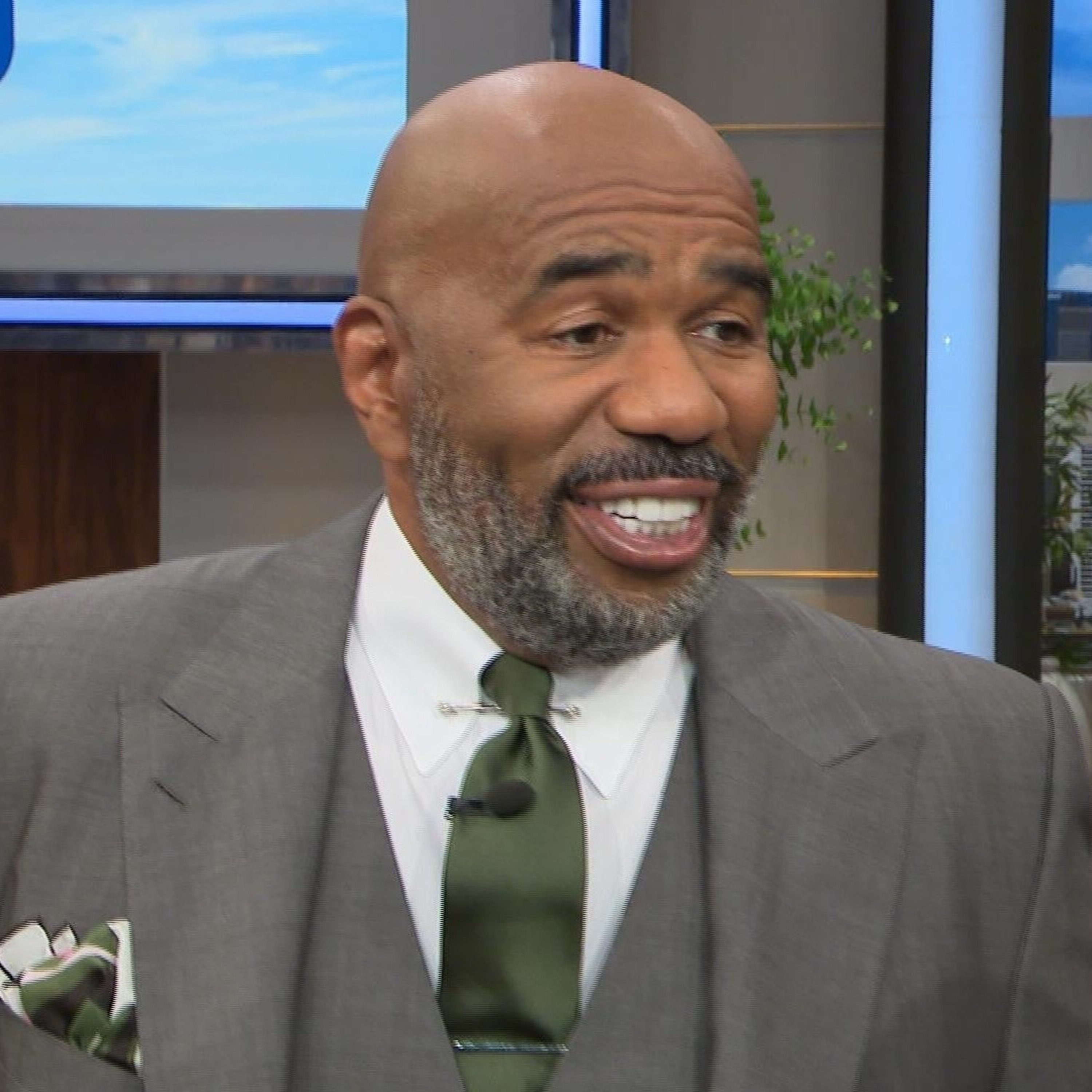 A full beard of Steve Harvey.
