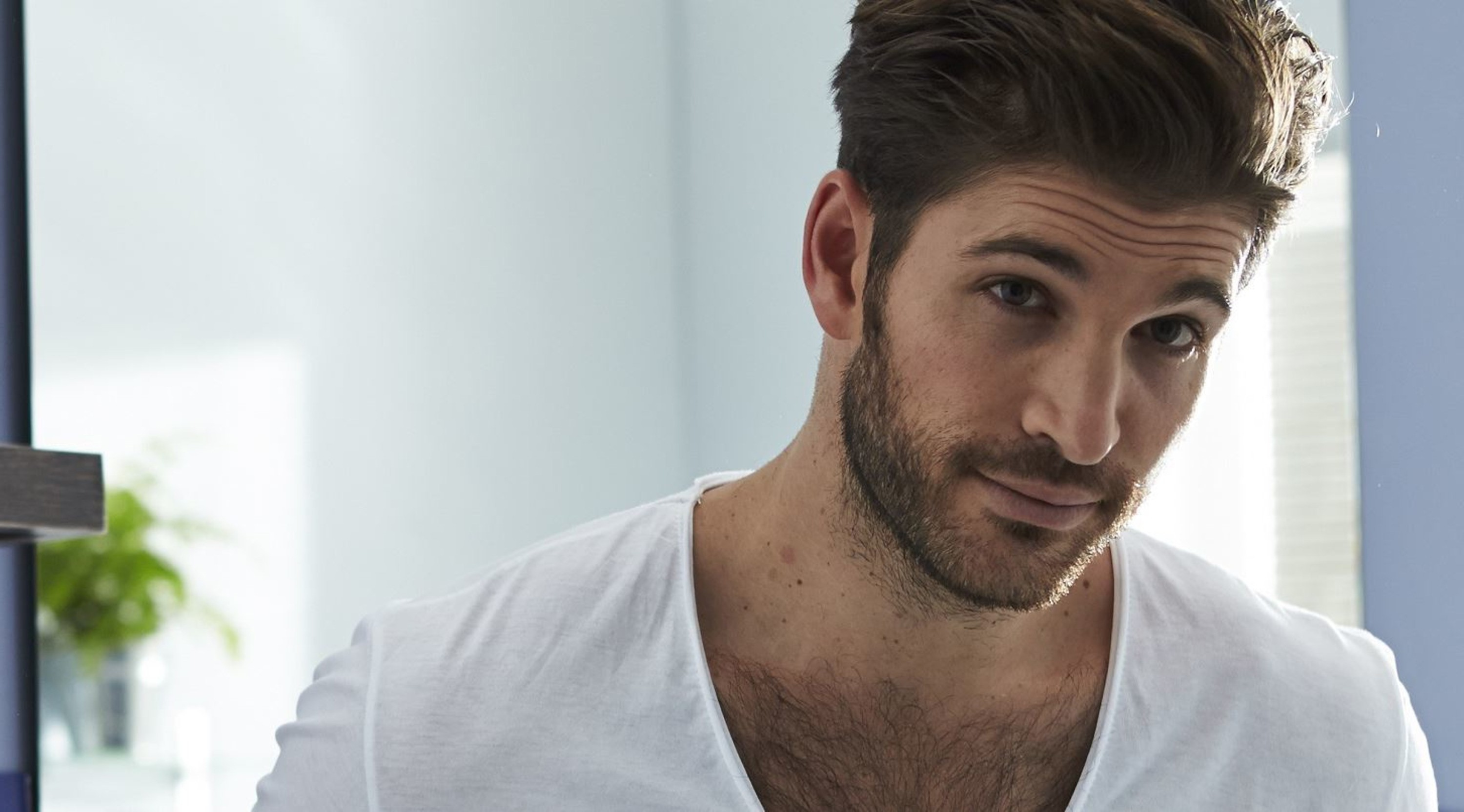 A 5-day stubble beard for cool men.