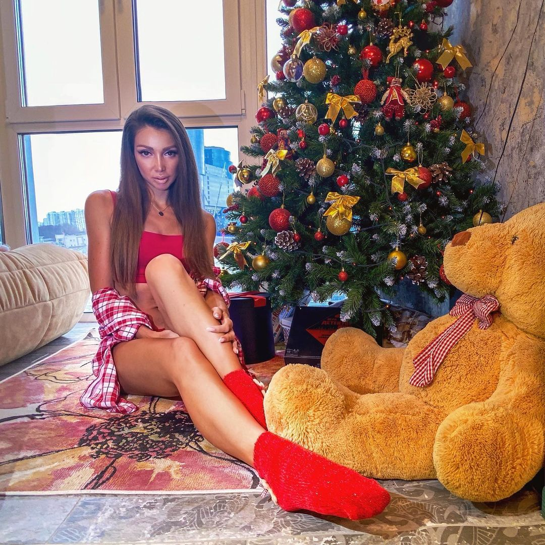 Julia with christmas tree and big bear