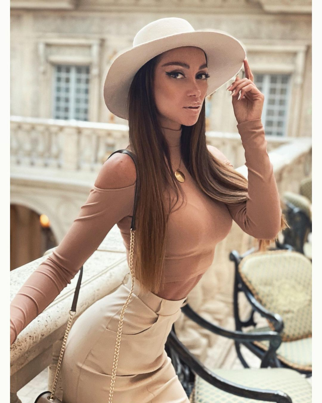 Julia with elegant long haircut and hat