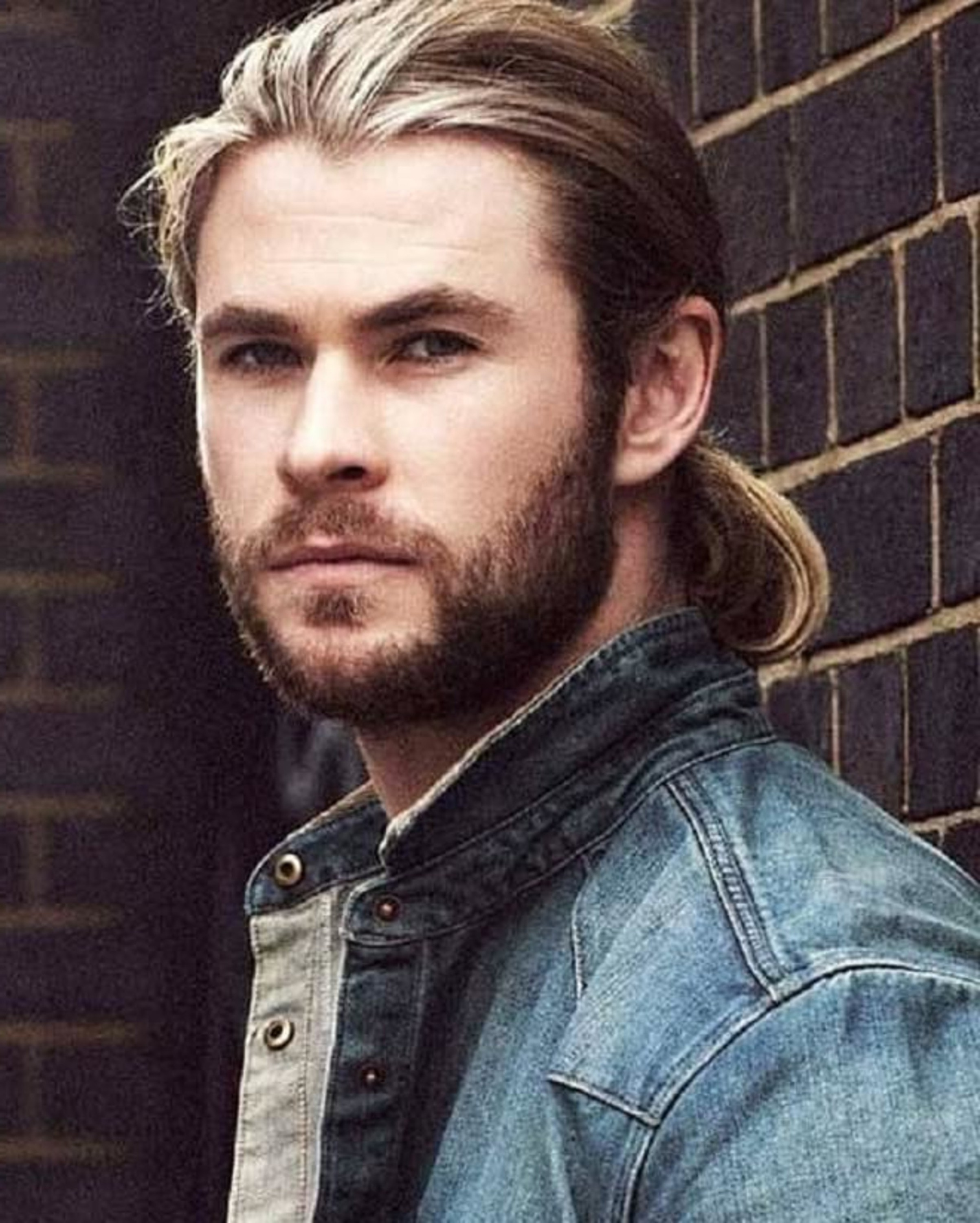 Chris Hemsworth wears a bun style.