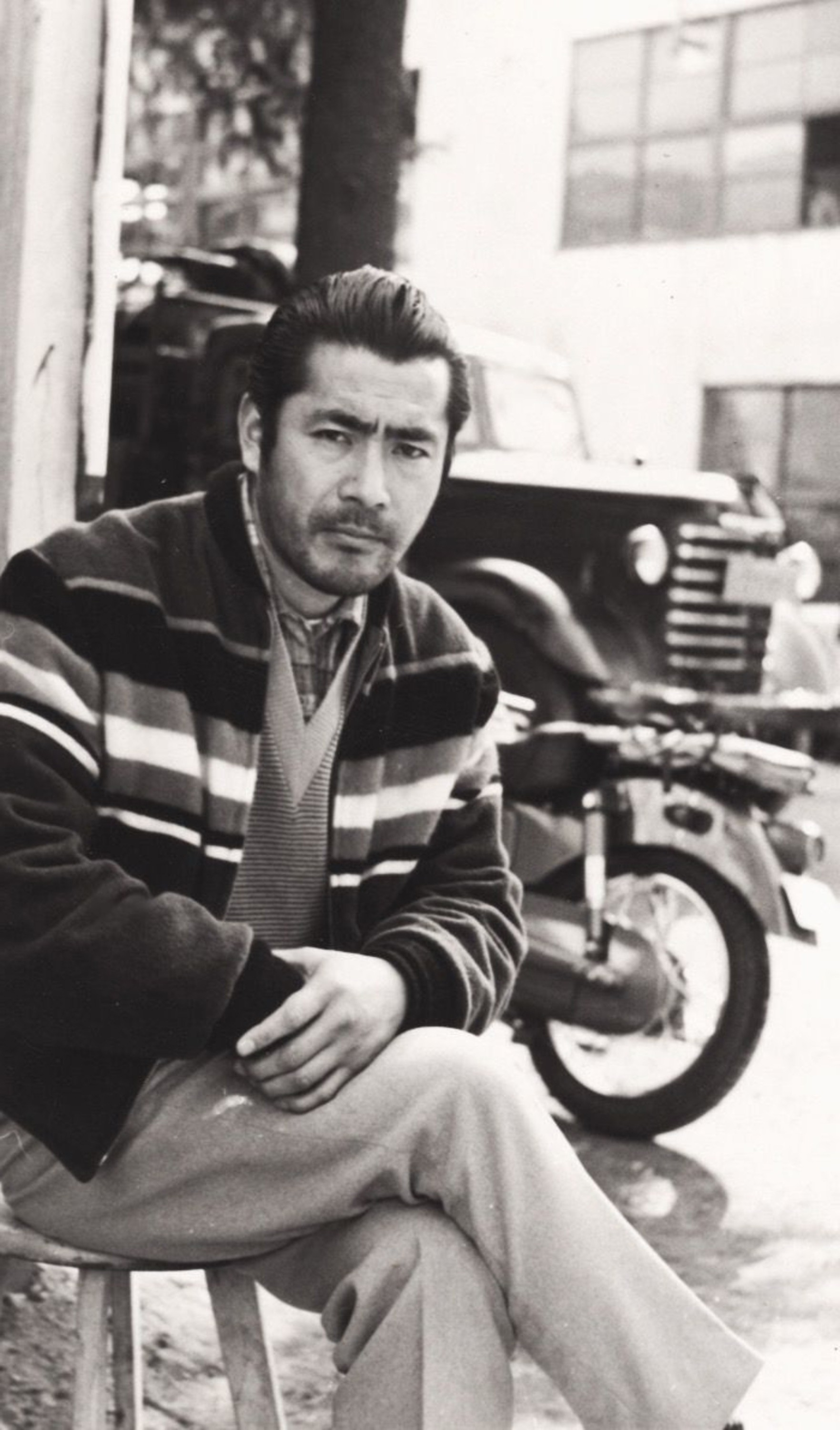 Toshiro Mifune with an attractive bun style.