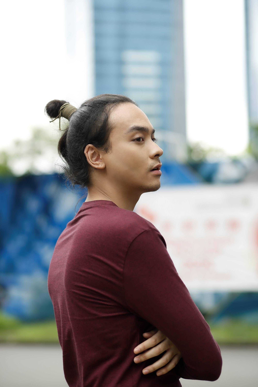 A Filipino man bun style.