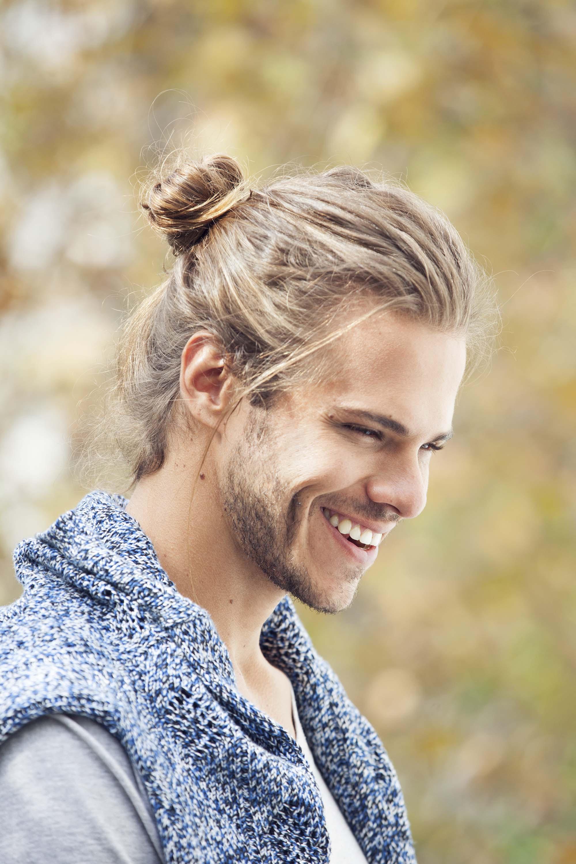 A fashionable male bun style.