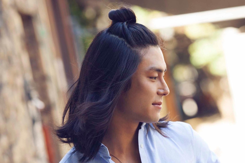 A wow male bun style.